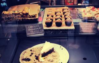 Café Neundrei Berlin - vegan cake